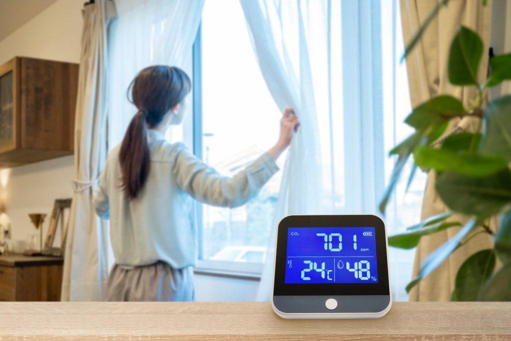 二酸化炭素濃度計を使って換気をする
